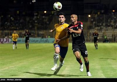 دیدار تیمهای فوتبال نفت مسجد سلیمان و فولاد خوزستان