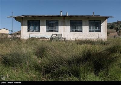 نمای بیرونی مدرسه سواسره از دهستان گرماب