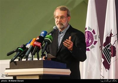 قم| لاریجانی: برای جلوگیری از فشار بر مردم و تولیدیها مذاکره با اروپا را پذیرفتیم/شرایط فعلی کشور ربطی به تحریم ندارد