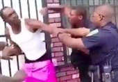 US: Baltimore Police Filmed Brutally Punching Black Man (+Video)