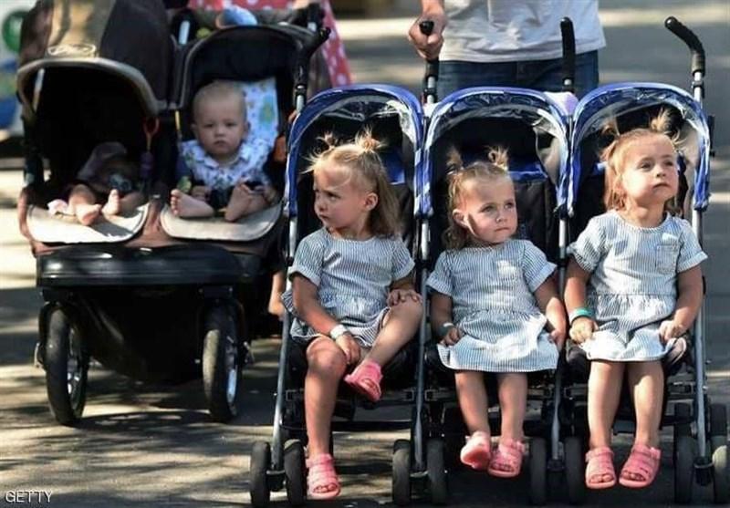 الأطفال التوائم فی مهرجان