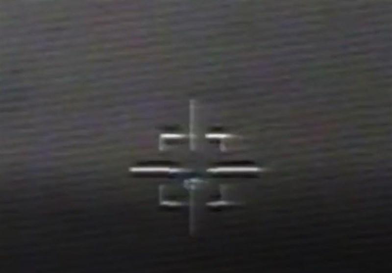 """لحظه اصابت دقیق موشک بالستیک """"فاتح مبین"""" به هدف + فیلم"""
