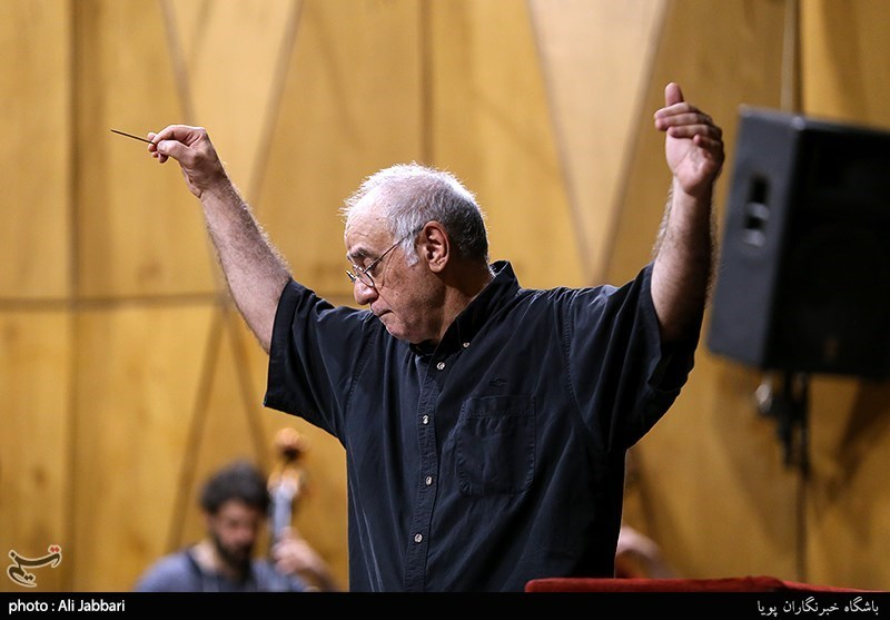 نادر مرتضیپور رهبر ارکستر سمفونیک تهران