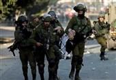 جنود إسرائیلیون ینتهکون حرمة الأقصى ویعتقلون فتیات من داخله