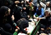 """مراسم وداع با پیکر شهید تازه تفحص شده مدافع حرم""""علی سلطان مرادی"""" برگزار شد+عکس"""