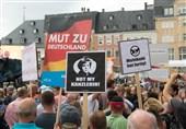 معترضان در شهر درسدن مرکل را خائن خطاب کردند