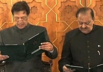 پاکستان کے 22ویں نومنتخب وزیر اعظم عمران خان اپنے عہدے کا حلف اٹھالیا ہے