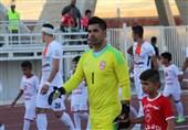 محسن فروزان: 40 دقیقه موقع گرم کردن و 90 دقیقه در بازی به من فحش دادند/ زمین ورزشگاه آزادی مانند شالیزار بود!