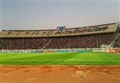 پرُشدن سکوهای ورزشگاه یادگار امام (ره) تبریز/ تشویق مالک تراکتورسازی از سوی هواداران
