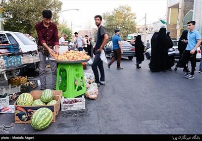 در این محله مانند دیگر محله های قدیمی تهران دست فروشی رونق بسیاری دارد