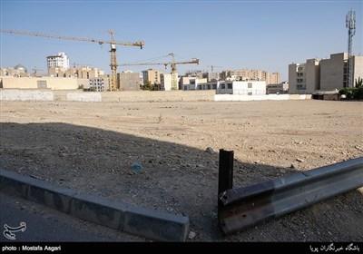 نمونه ای از زمین های خالی واقع در محله باغ فیض که روزی تبدیل به برج های عظیم خواهند شد