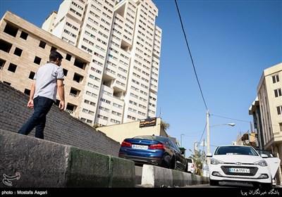 هیچ یک ازمحله های قدیمی تهران نتواسته اند از ساخت ساز برج های بلند و در واقع مدرنیته بگریزند محله باغ فیض هم از این قاعده مستثنا نیست