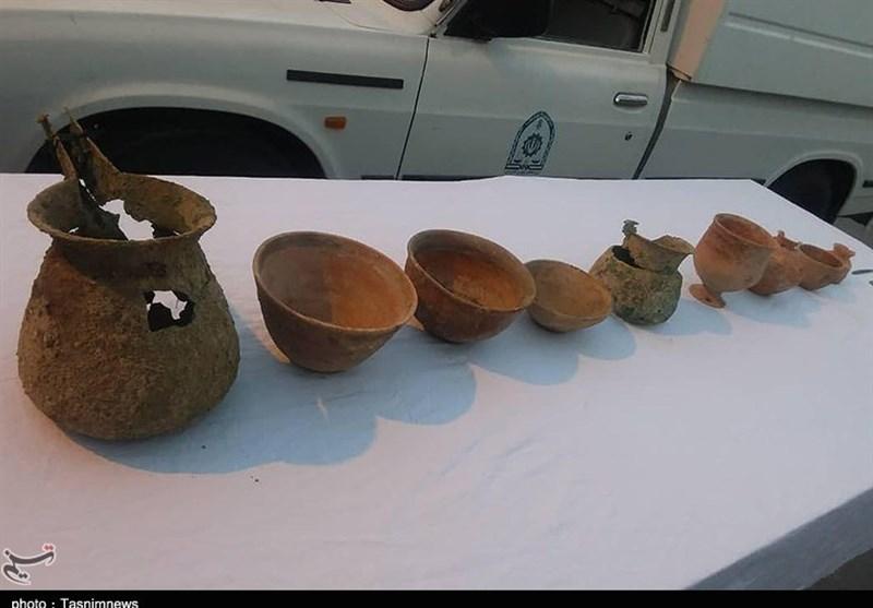 کرمان| کشف اشیاء عتیقه با قدمت 5 هزار ساله توسط پلیس جیرفت