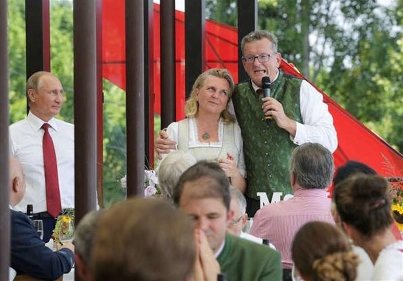 ماذا اهدى الرئیس بوتین للعروسة النمساویة؟