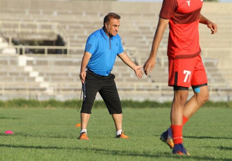 کاظمی: از عملکرد بازیکنانم یک درصد هم راضی نیستم/ ای کاش در ورزشگاه پارس چمن میکاشتند!