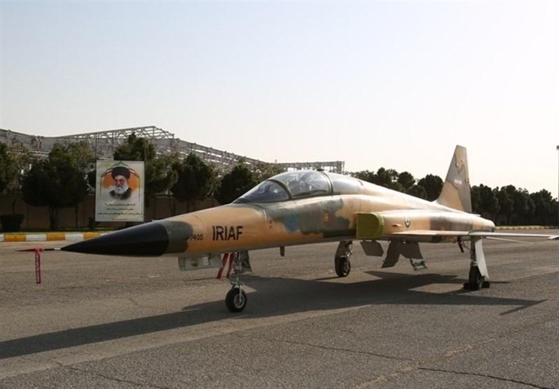 İran'ın İlk Yerli Savaş Uçağı Görücüye Çıktı