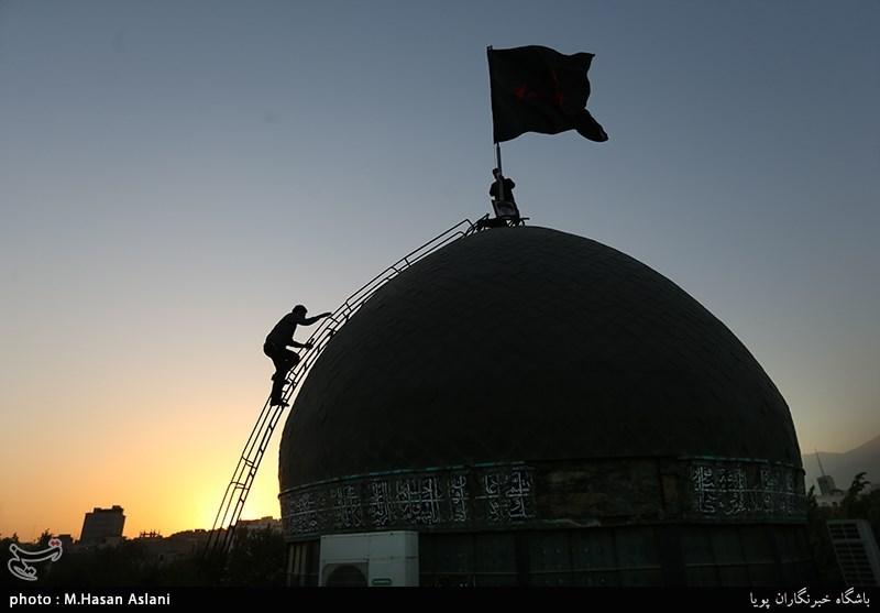 اهتزاز پرچم گنبد امام حسین(ع) بر فراز مراز شهدای گمنام+عکس