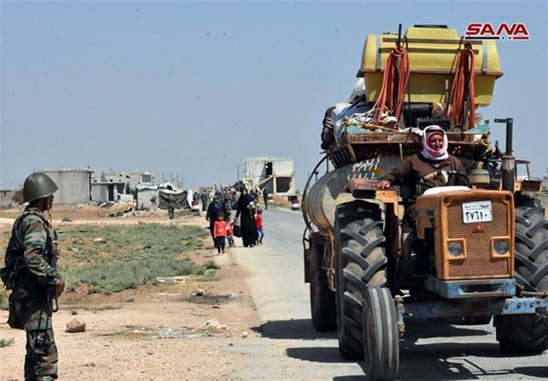 Hundreds of Displaced Syrian Civilians Return Home through Idlib Corridor (+Video)