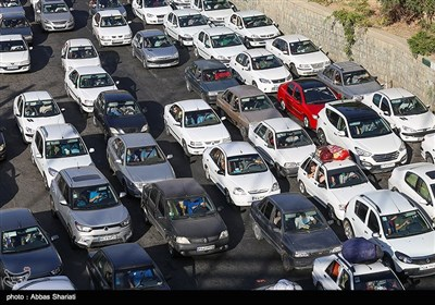 ترافیک سنگین در آزادراه کرج - تهران از مهرویلا تا پل کلاک/ ترافیک در کرج - چالوس عادی و روان است