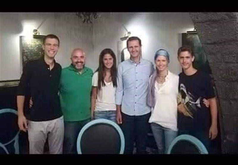 الأسد وعائلته فی أحد مطاعم دمشق القدیمة