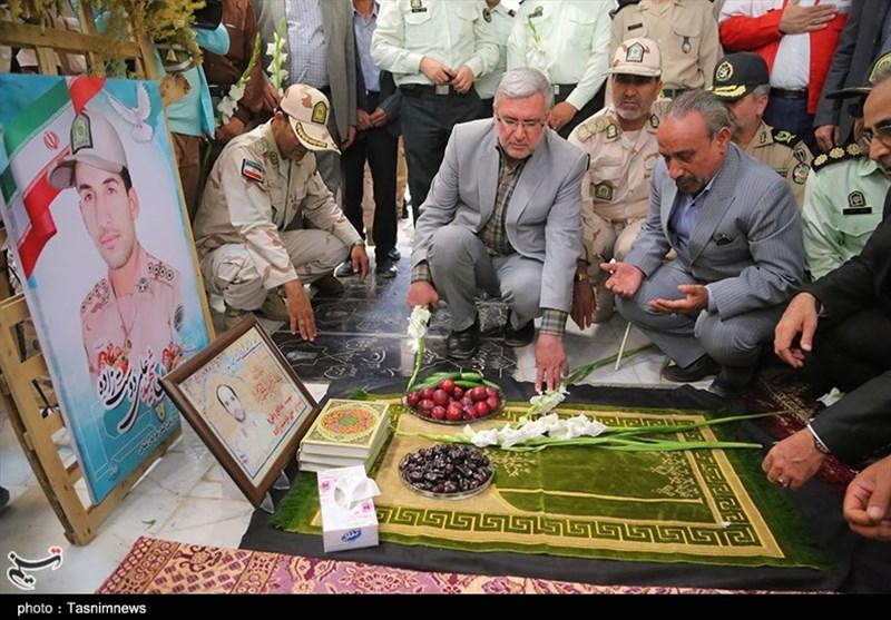 غبار روبی مزار شهدای شهرستان بجنورد به روایت تصویر
