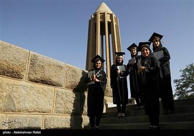 آیین ادای احترام دانشجویان پزشکی به مقام بوعلی سینا
