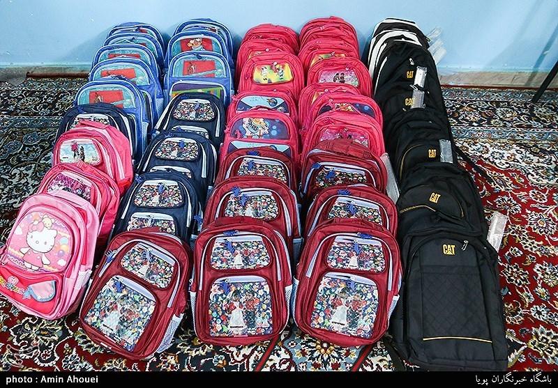 بوشهر  280 بسته لوازمالتحریر میان دانش آموزان بیبضاعت تنگستان توزیع شد