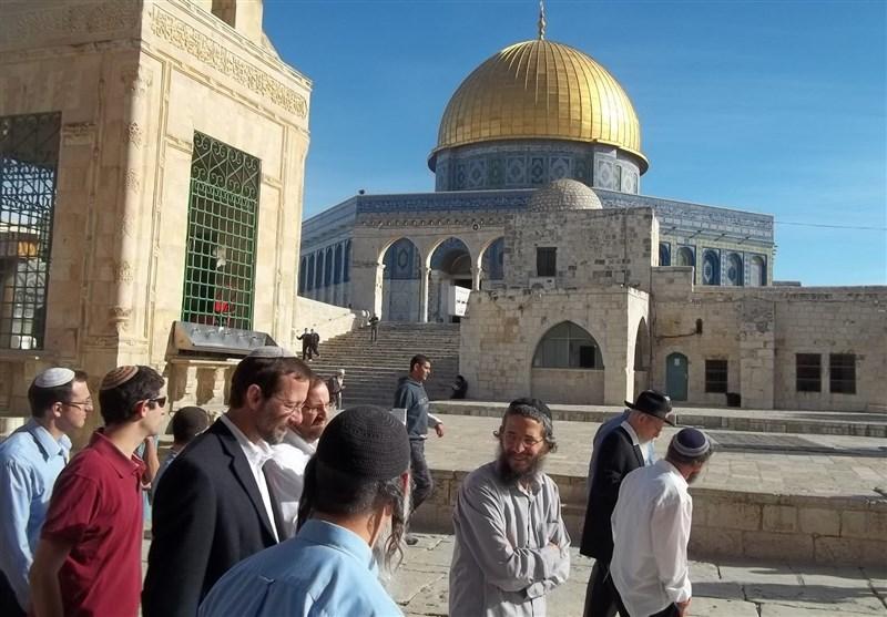 مستوطنون یقتحمون باحات المسجد الأقصى