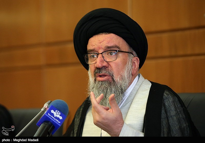 حجتالاسلام خاتمی: مردم در برابر فشارهای دشمن ایستادهاند / پاسخ متجاوز را محکم میدهیم