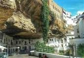 الطبیعة تبعث الحیاة فی مدینة تحت الصخور