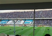 حاشیه دیدار استقلال - السد| تکمیل شدن گنجایش ورزشگاه آزادی و جروبحث فتحی با یکی از مأموران