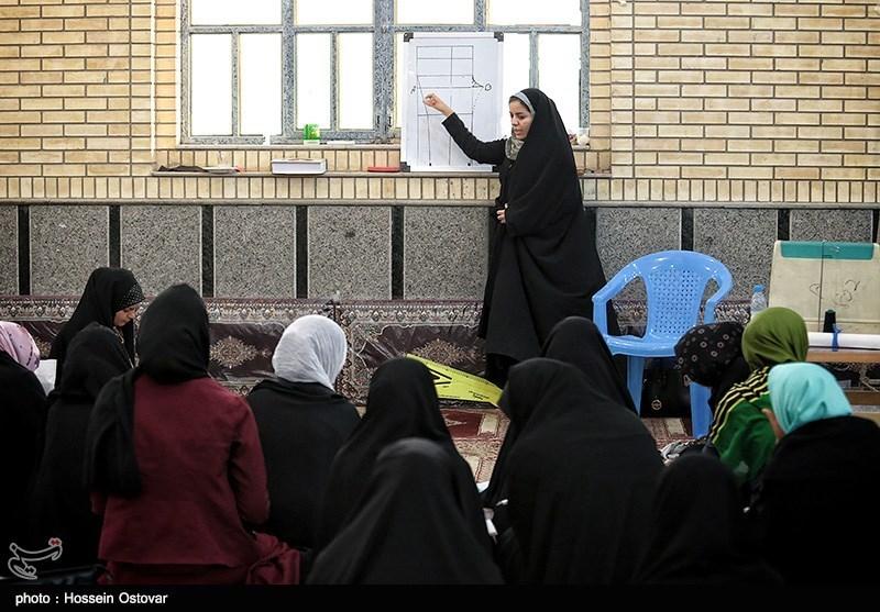 100 گروه جهادی بسیج خواهران در لرستان فعالیت میکند