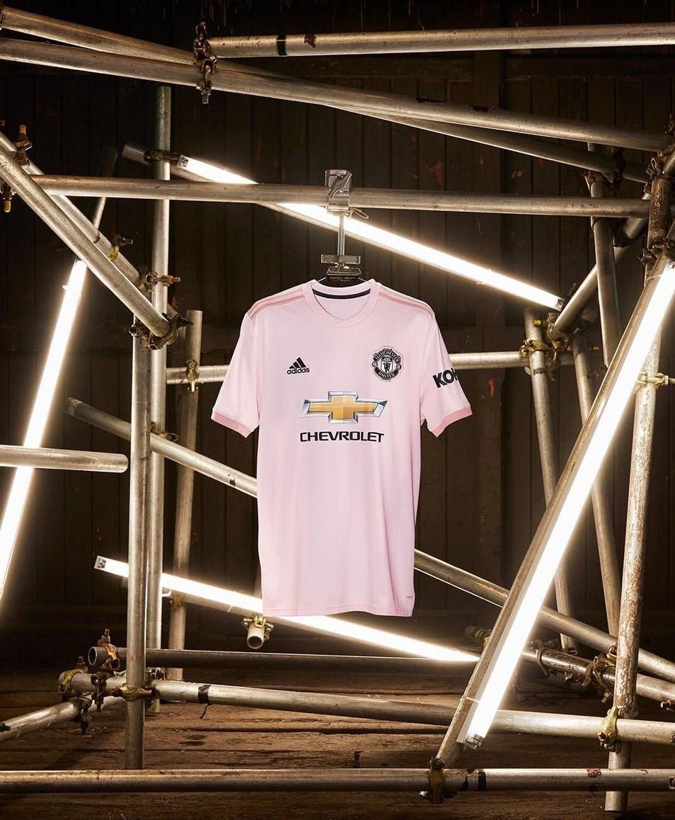 طرفداران منچستریونایتد ببینند: پیراهن جدید شیاطین سرخ
