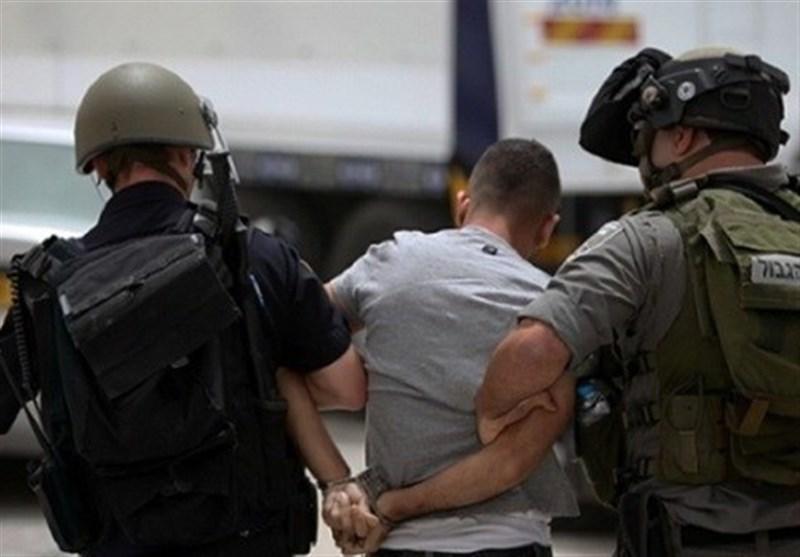 قوات العدو تشن حملة اعتقالات ومداهمات واسعة طالت قیادات من حماس والجهاد الإسلامی