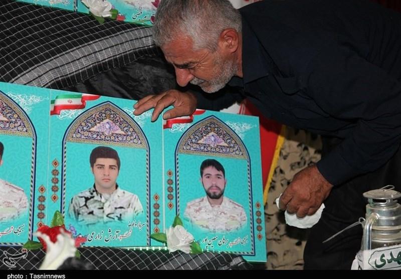 خانواده شهدای حادثه تروریستی مریوان با حضور فرماندهان ارشد سپاه تجلیل شدند+تصاویر