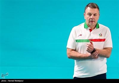 ایگور کولاکوویچ سرمربی تیم ملی والیبال ایران در دیدار تیمهای والیبال ایران و قطر - بازیهای آسیایی 2018