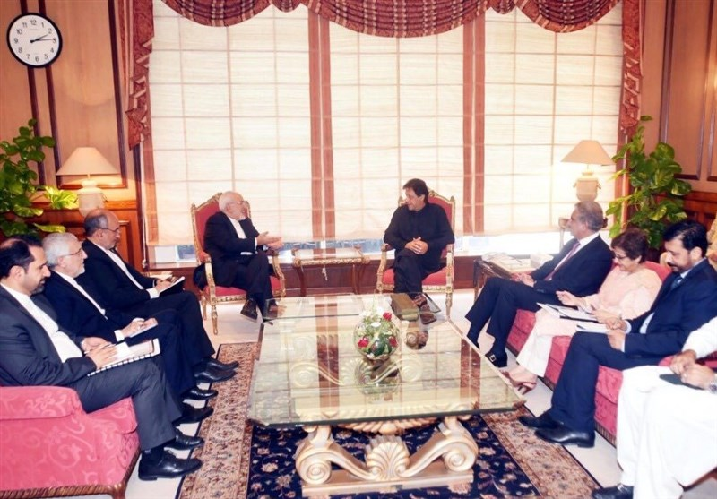 Iranian FM Meets Pakistan's New Premier, Counterpart
