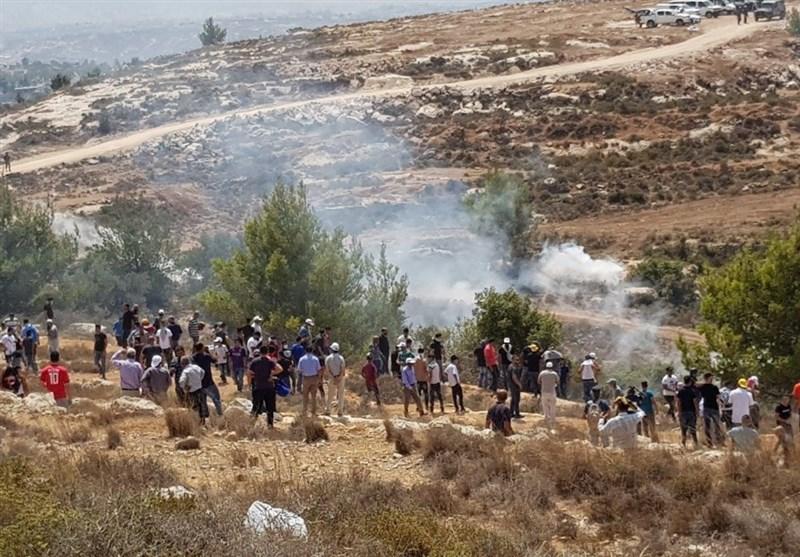 """الاحتلال الإسرائیلی یعتدی بالغاز السام على مصلین فی """"جبل الریسان"""""""