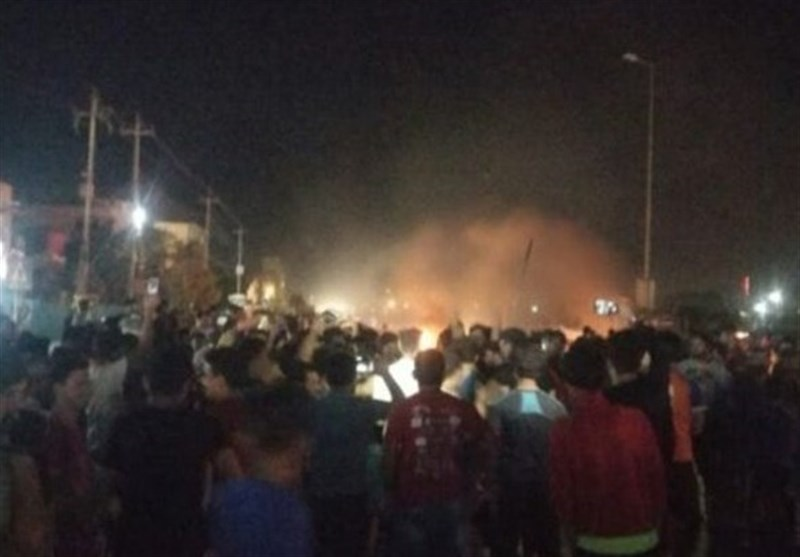 Iraqi Officials Impose Basra Curfew amid Protests