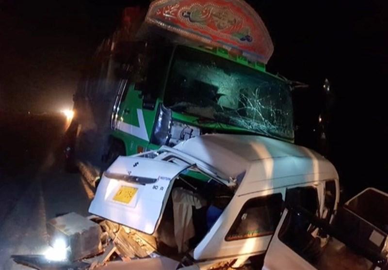 سیہون کے قریب وین اور ٹرک میں تصادم سے 8 افراد جاں بحق، 2 زخمی