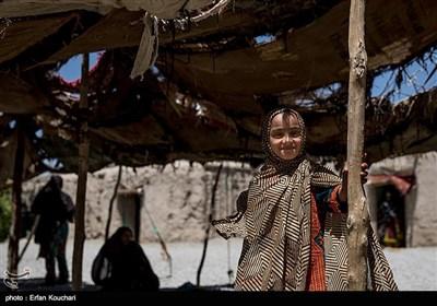 دختری از روستاهای اطراف شهر میرجاوه