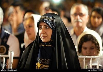 فضه سادات حسینی در کنسرت خیابانی محمد معتمدی در بوستان آب و آتش