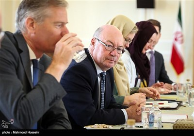 دیدار آلیستر برت معاون امور خاورمیانه وزارت امور خارجه انگلیس با عباس عراقچی معاون سیاسی وزیر امور خارجه