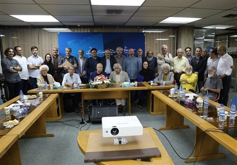 نشست هماندیشی هنرمندان درباره جشنواره تجسمی فجر برگزار شد