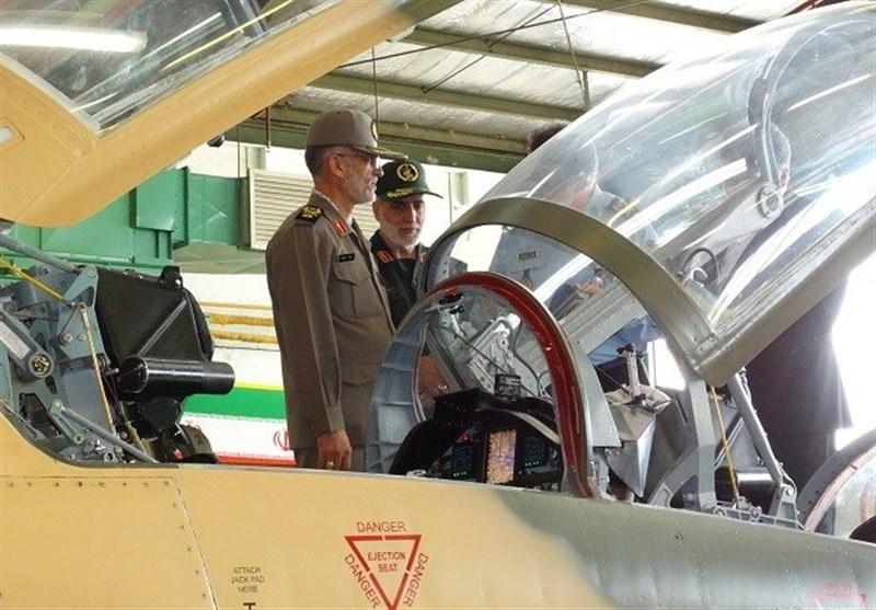 بازدید رئیس دفتر نظامی فرمانده کل قوا از جنگنده کوثر