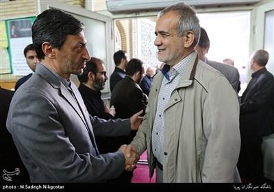 مسعود پزشکیان در مراسم ترحیم مرحوم قمشه معاون سابق امور مجلس کمیته امداد امام خمینی(ره)