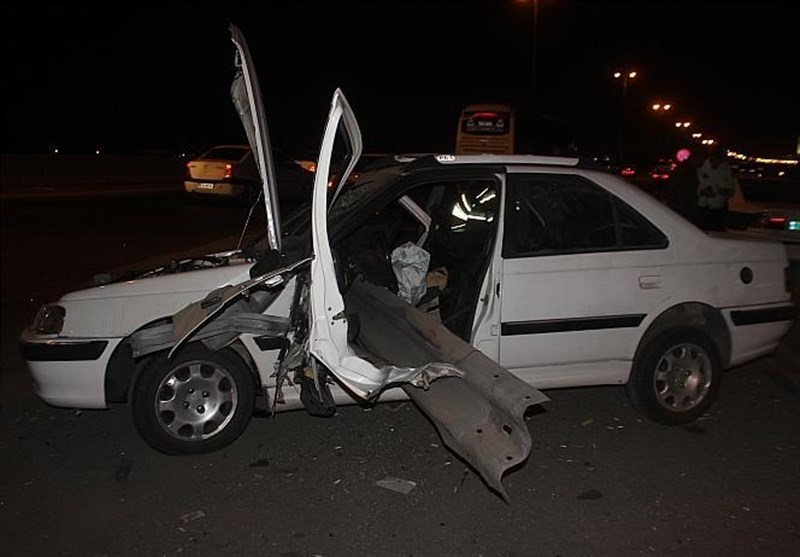 حبس راننده پژو پارس پس از ورود گاردریل به اتاقک خودرو + تصاویر