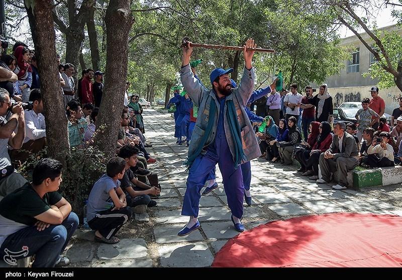 کردستان| جای خالی ظرفیتهای هنری کشورهای عربی در تئاتر خیابانی مریوان محسوس است