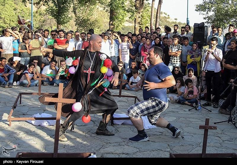 تئاتر خیابانی مریوان از زاویه دید گردشگران داخلی و خارجی؛ حوزههای مدیریتی و نوآوری جشنواره مورد بازبینی قرار گیرد