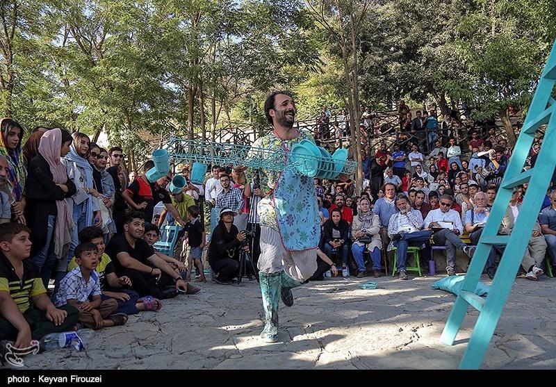 کارگردان تئاتر: تئاتر خیابانی مریوان سکوی پرتاب به سایر جشنوارههای بینالمللی است+فیلم